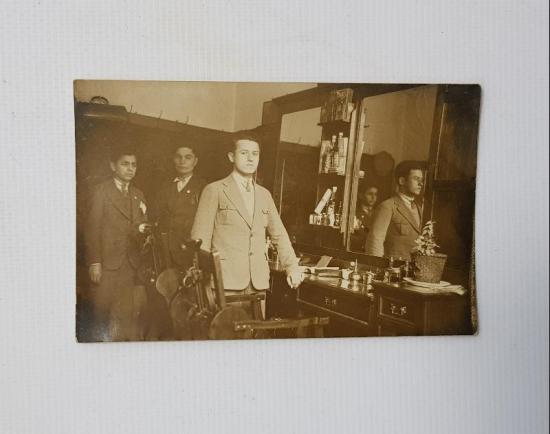 1934 BERBER DÜKKANI FOTOĞRAFI